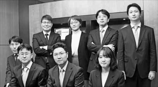 법무법인 화우는 2018년 '4차산업혁명대응팀'을 확대 개편해 신사업 부문에 대한 법률 자문 서비스를 제공하고 있다.  화우 제공