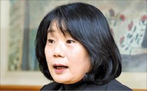"""9일째 잠적한 윤미향…국민 70% """"의원직 내놔라"""""""