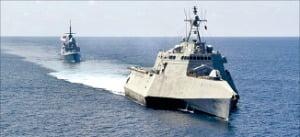 미 해군 7함대 소속 구축함과 잠수함 등이 이달 초 남중국해를 순찰하고 있다.  미 해군 7함대 제공