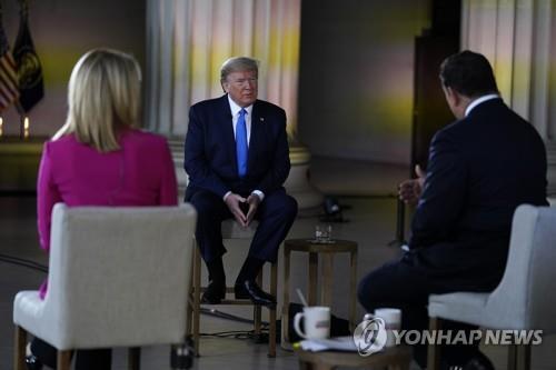 """트럼프 """"미 코로나 사망자 10만 예상""""…경제 재개 거듭 강조(종합2보)"""