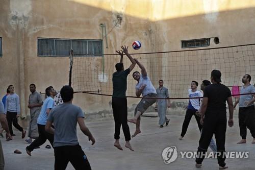 시리아 북동부 IS 포로수용소서 하루 동안 폭동
