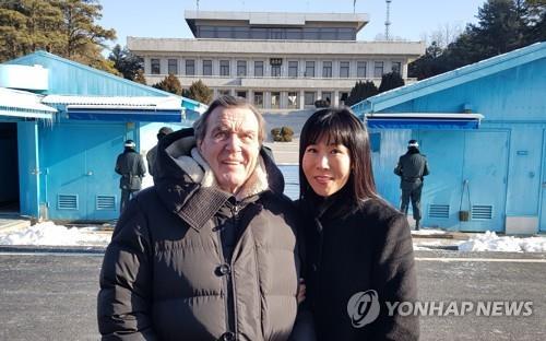 """김소연씨 전 남편측 """"슈뢰더 전 총리 때문에 혼인 파탄"""" 주장"""