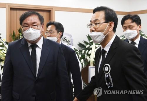 새 원내사령탑 자리 비운 사이…'김종인 비대위' 논란 재점화