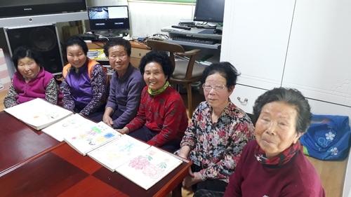 월림마을 할머니들은 지금 '할매들은 시방' 덕에 웃음꽃