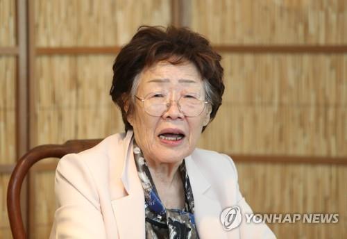 """이용수 할머니 '윤미향 논란'에 """"이 일은 법대로 할 것"""""""