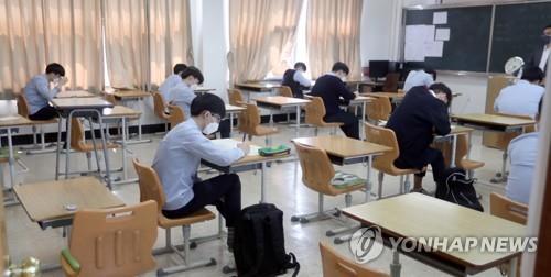 '학생 접촉 최소화' 위해 시험장 2배 늘려 수능 모의평가 시험