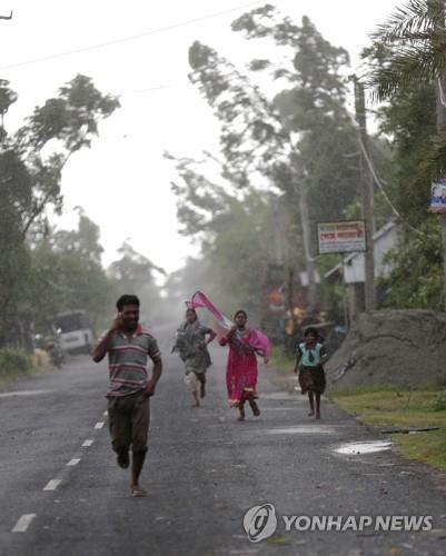인도·방글라 '슈퍼 사이클론' 암판 강타로 최소 20명 사망