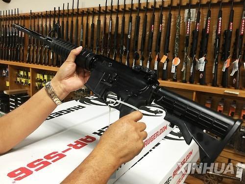 코로나19 봉쇄 풀린 미 애리조나 쇼핑몰서 총격…3명 부상