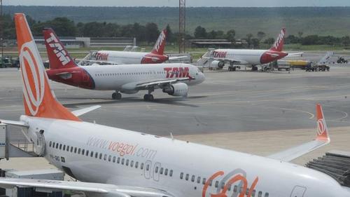 미, 브라질 항공편 중단하나…트럼프 이어 펜스도 가능성 시사