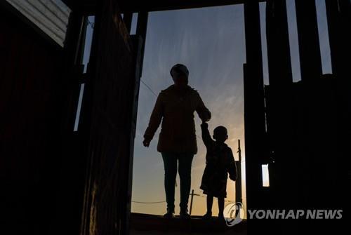 [특파원 시선] 코로나19로 시험대 선 남아공 흑인 민주정권
