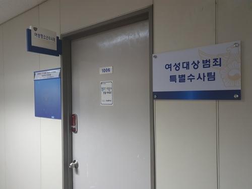 칩거하던 오거돈 사퇴 29일만에 경찰 비공개 출석…피의자 신분