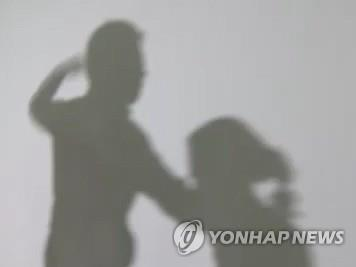 5세 딸 여행가방에 가둬 숨지게 한 엄마 1심 징역 6년