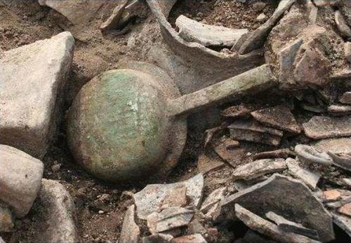 1천500년전 금동 신발, 경주 신라 고분서 43년만에 다시 출토