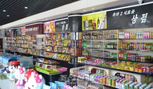 """북한 동네 식품상점도 슈퍼마켓식 운영…""""생산증가로 수요 충족"""""""