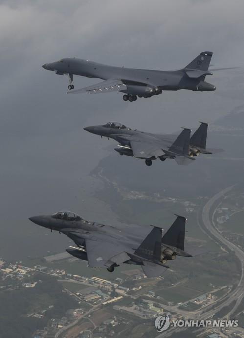 """""""미군 전략폭격기 B-1B, 흑해상공서 우크라 전투기들과 첫 훈련"""""""