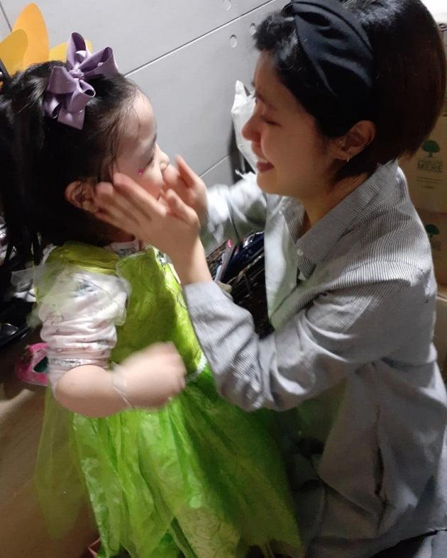 배우 이윤지(오른쪽)와 딸 라니 /사진= 이윤지 인스타그램