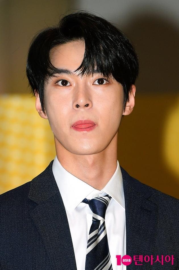 [TEN 포토] NCT 127 도영 '흑발에 까만 눈동자'