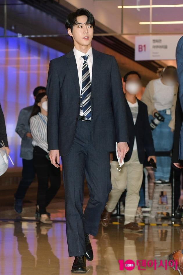 [TEN 포토] NCT 127 도영 '훈훈한 발걸음'