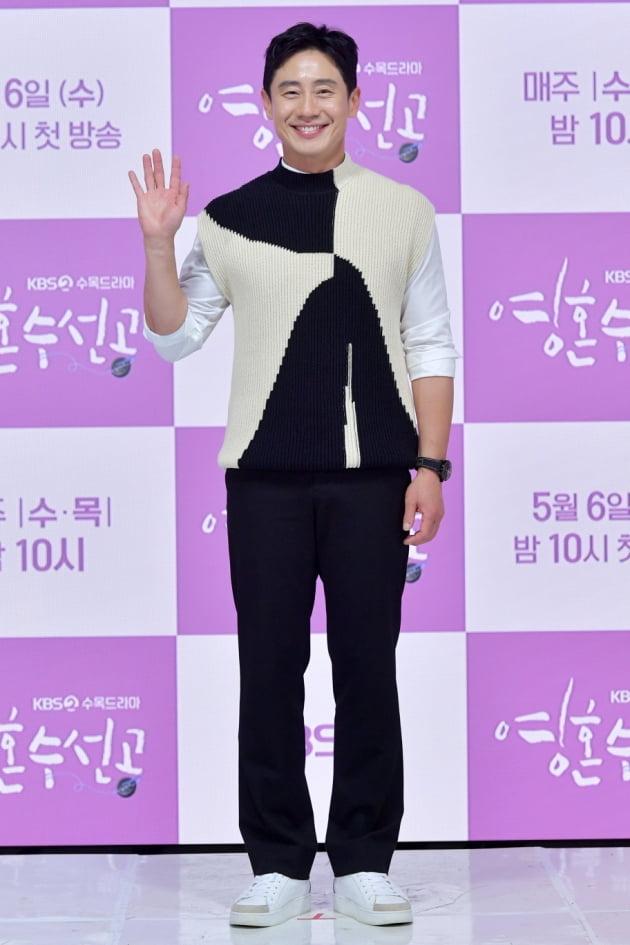 [TEN 포토] 신하균 '믿고 보는 배우'