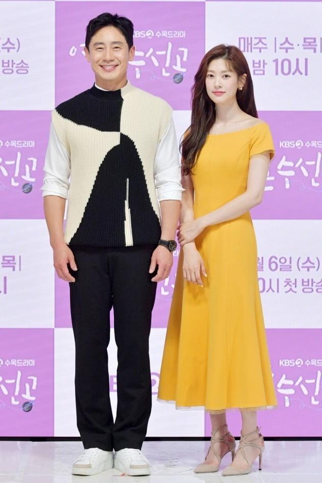 배우 신하균, 정소민./사진제공=KBS2