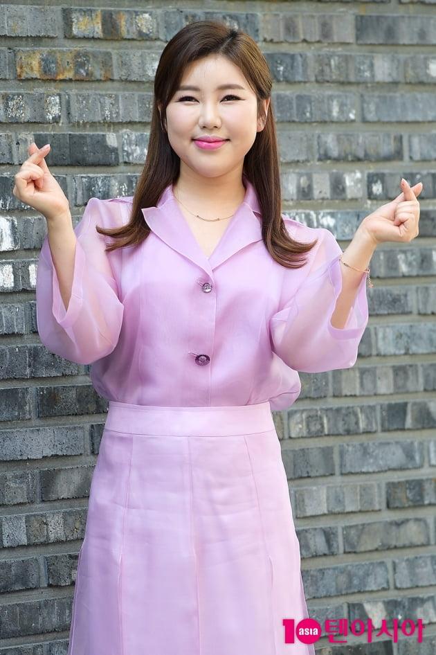 [TEN 포토] 송가인 '어게인 향한 사랑의 하트'