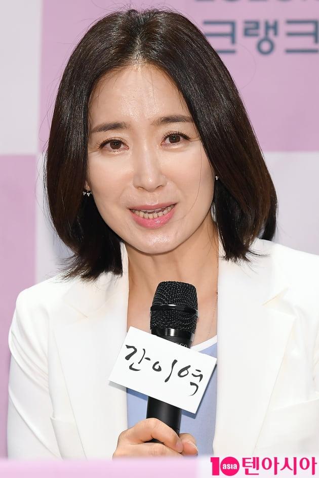[TEN 포토] 윤유선 '아름다운 미모'