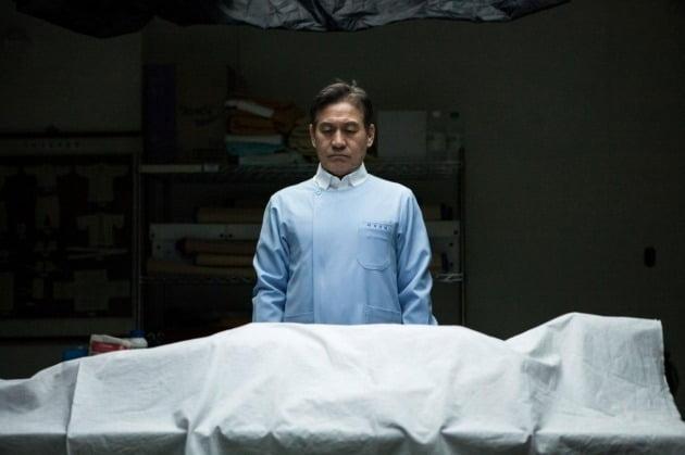 영화 '종이꽃'의 안성기 / 사진제공=로드픽쳐스