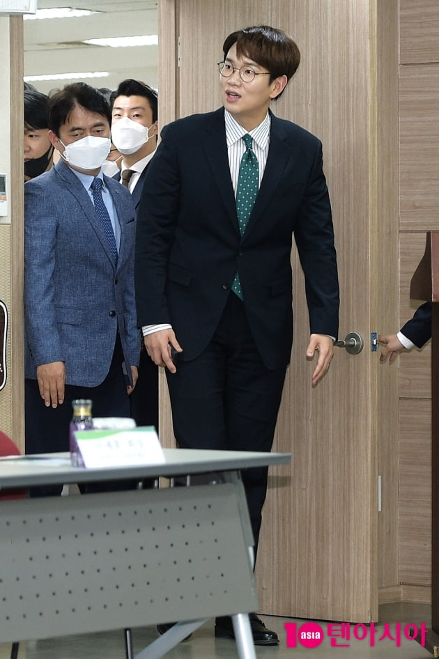 [TEN 포토] 장성규 '뜨거운 환호에 어리둥절'