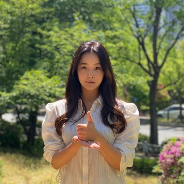 김희선이 '덕분에 챌린지'에 참여했다. / 사진=김희선 인스타그램