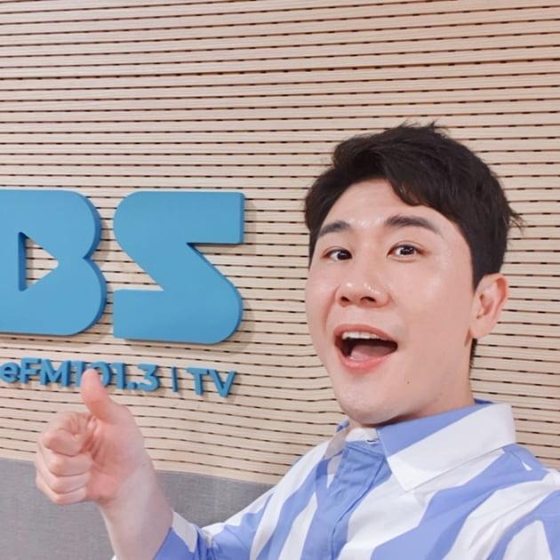 '허리케인 라디오' 영탁 / 사진 = TBS 제공