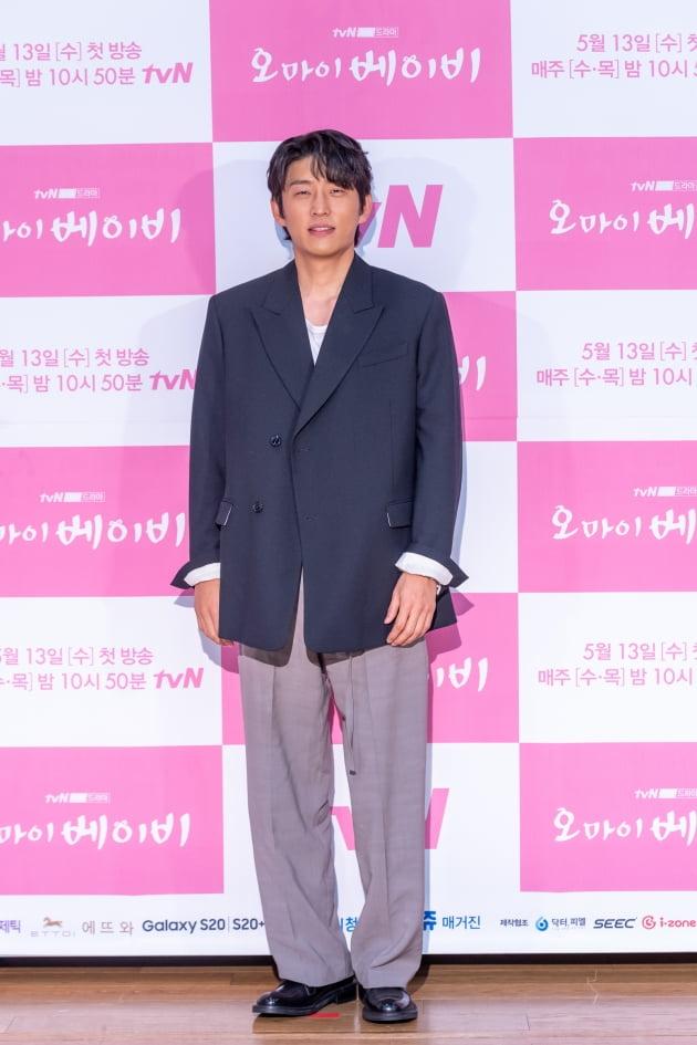 [TEN 포토] '오 마이 베이비' 고준 '미남 전용, 눈 시려운 표정'
