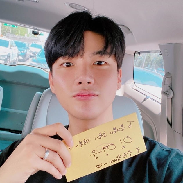 가수 노지훈이 임영웅이 준 수제화 상품권 인증샷을 공개했다. / 사진=노지훈 인스타그램