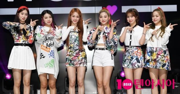 [TV텐] 걸그룹 woo!ah!(우아!) 타이틀곡 woo!ah!(우아!) 쇼케이스 무대