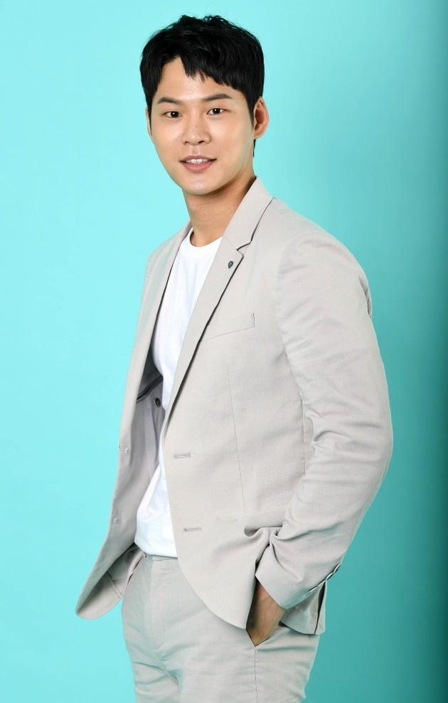 tvN 드라마 '메모리스트'에서 동백(유승호 분) 바라기 막내 형사 오세훈 역으로 열연한 배우 윤지온. /조준원 기자 wizard333@
