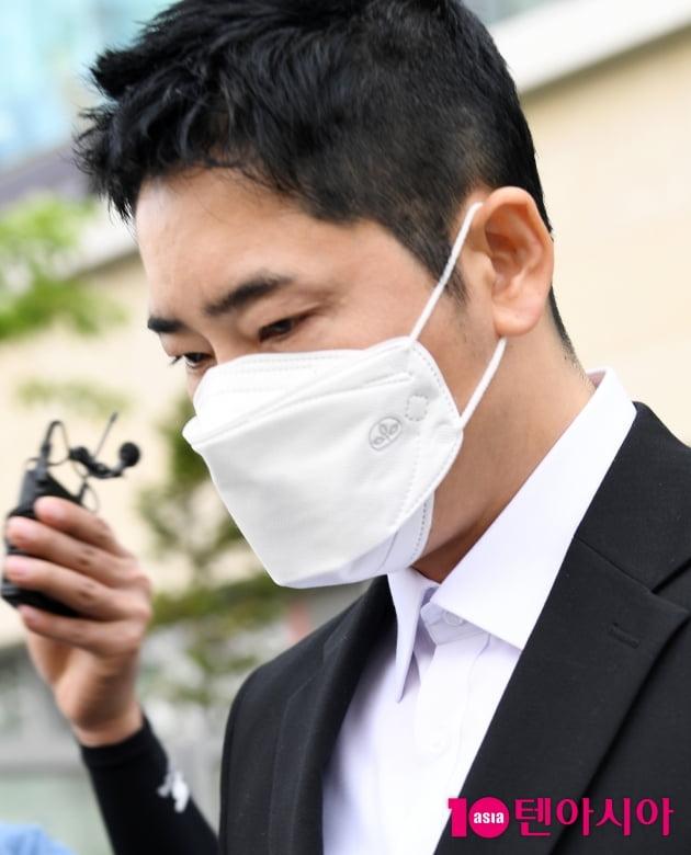 [TEN 포토] 강지환 '성폭행 협의 항소심 출석'