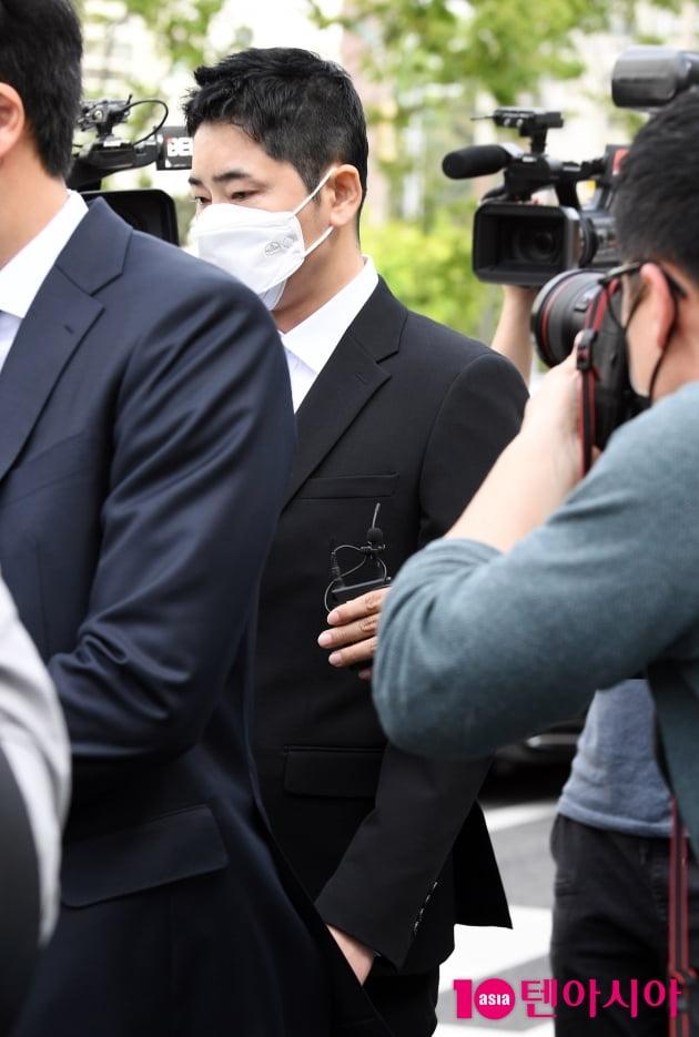 [TEN 포토] '성폭행 협의' 강지환 '항소심 마치고 어두운 표정으로'