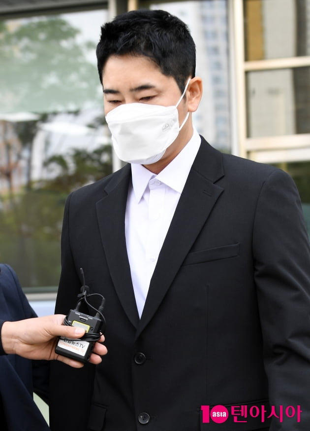 [TEN 포토] '성폭행 협의' 강지환 첫 항소심 마치고...