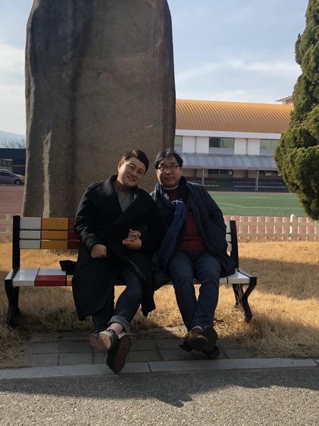 가수 김호중(왼쪽)과 그의 은사/사진=김호중 공식 SNS