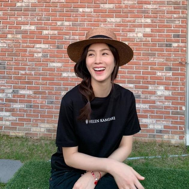 '이휘재♥' 문정원, 모자 쓰고 청순美 가득…소녀 같은 사랑스러움