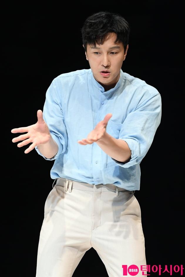 [TEN 포토] 신화 김동완 '감칠맛 나는 연기'
