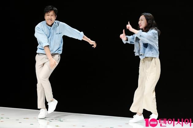 [TEN 포토] 김동완-이진희 '신명나는 댄스타임'