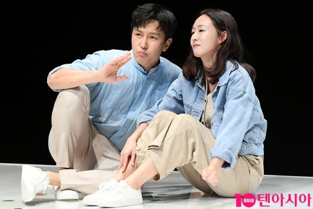 [TEN 포토] 김동완-이진희 '행복한 미래계획'