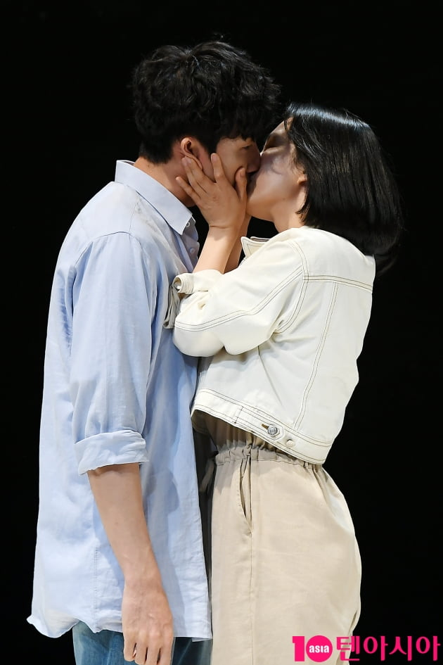 [TEN 포토] 성두섭-곽선영 '뜨거운 키스씬'