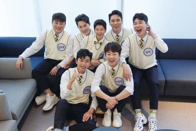 '아는 형님' 대기실서 촬영한 '미스터트롯' 출연진/ 사진제공=JTBC
