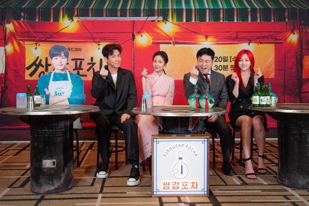 [TEN 포토] '쌍갑포차'의 주역들, '육성재는 등신대로 참석'