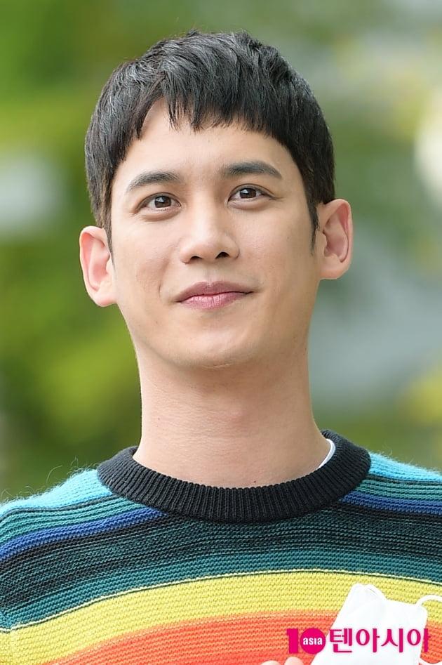 [TEN 포토] '꼰대인턴' 박기웅, '또렷한 이목구비'