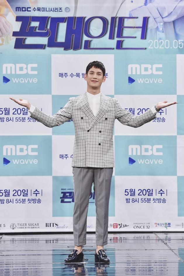 [TEN 포토] '꼰대인턴' 박기웅, '눈부신 귀공자 비주얼'