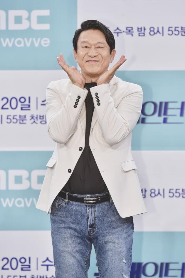 [TEN 포토] '꼰대인턴' 김응수, '장난기 가득'