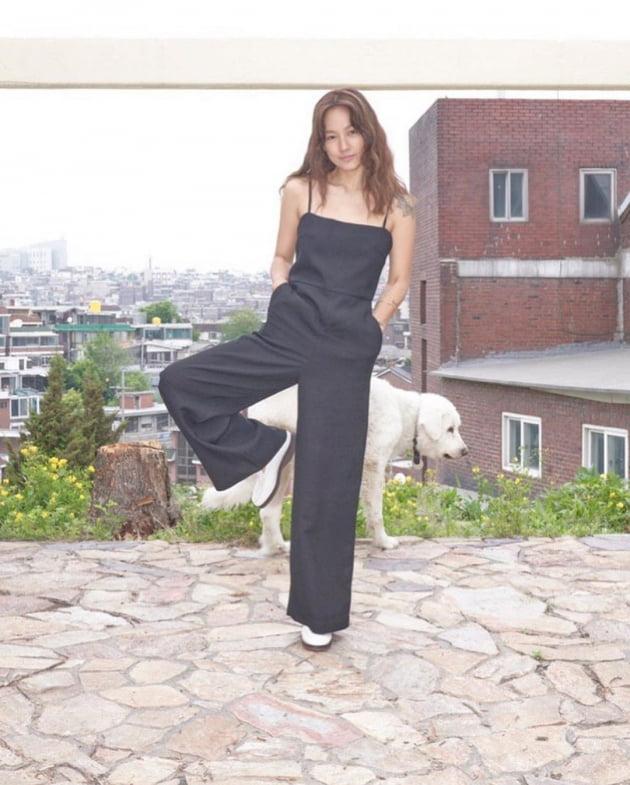 """이효리, """"청각 장애인 분들이 만드는 구두""""…스타일 아이콘의 '착한 홍보'"""