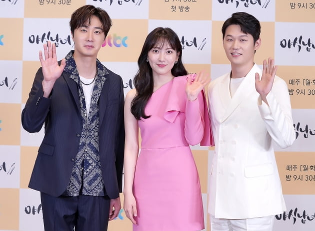 [TEN 포토] '야식남녀' 정일우X강지영X이학주, '컬러플한 주역들'